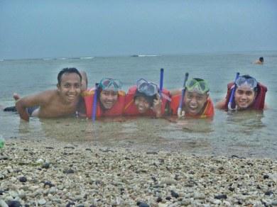 snorkeling sambil main hujan