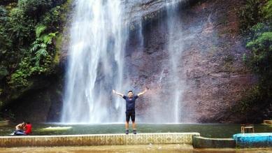 Air terjun di Aka Barayun