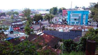 Pemandangan Kota Bukittinggi dari area Jam Gadang (2)