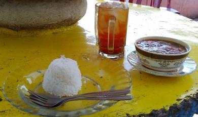 Makan Siang di Danau Singkarak (2)