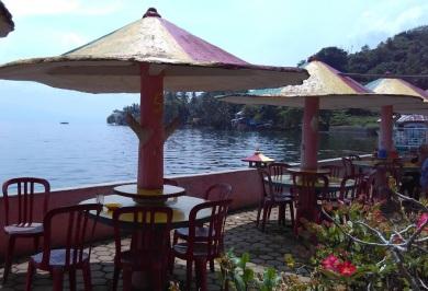 Warung makan ditepi Danau Singkarak (2)
