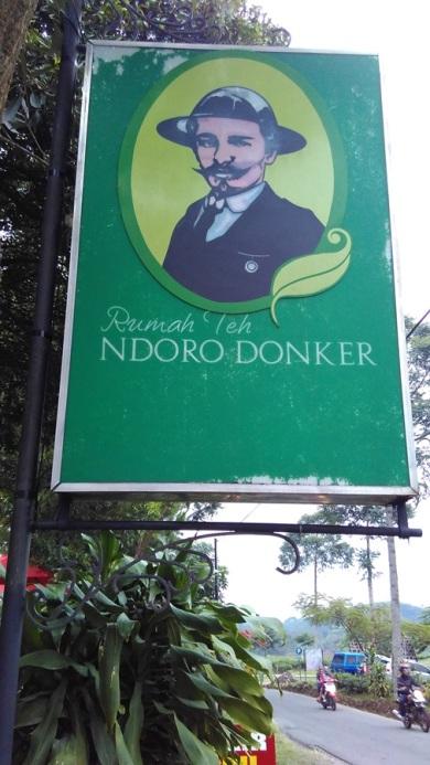 Rumah Teh Ndoro Donker (1)