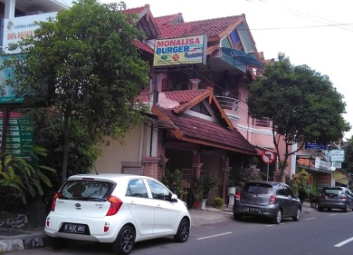 burger-monalisa_-sisingamangaraja_jogja-1