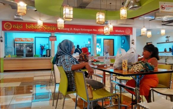 Nyicipin Kuliner Khas Madura Bebek Sinjay Di Surabaya